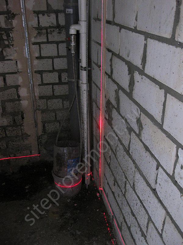 Проверка вертикальности маяков при помощи лазерного уровня