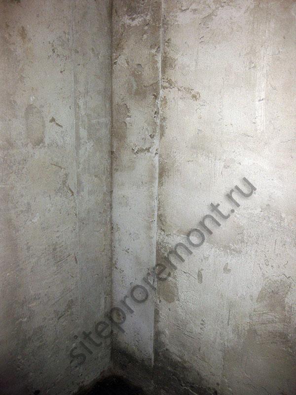 Прямой оштукатуренный угол в ванной