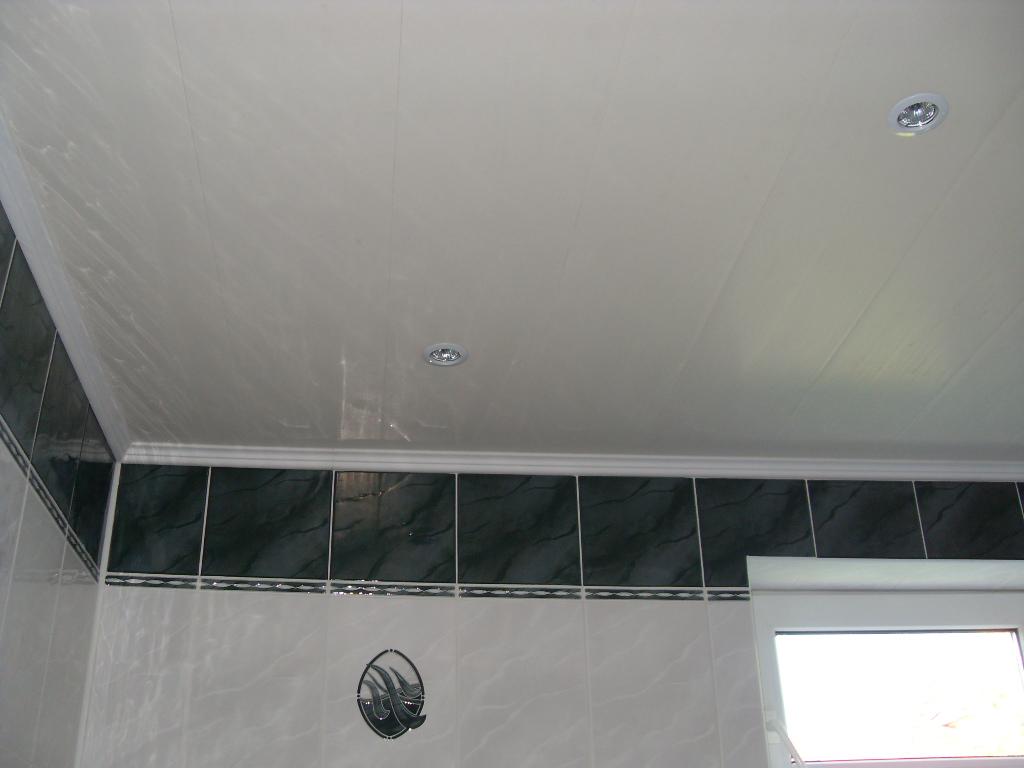 Монтируем потолок из ПВХ-панелей