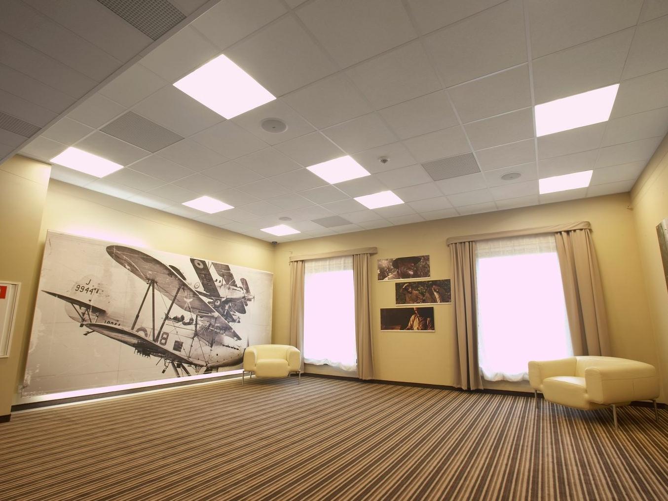 Комната с потолком Армстронг