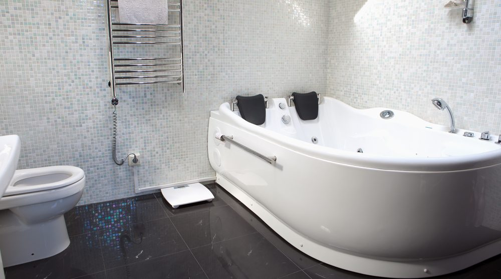 Выбор ванны: цвет и размер имеют значение