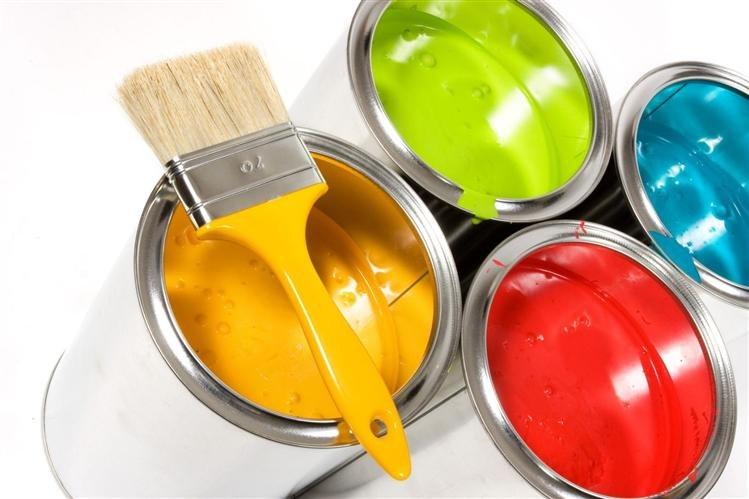Отделка стен: обои или краски