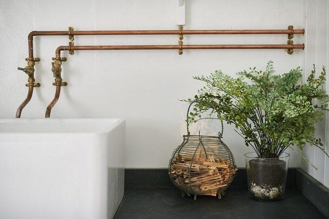 Трубы водоснабжения в ванной